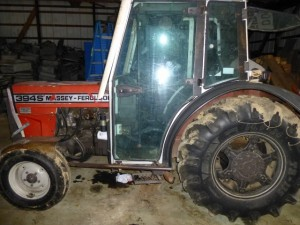394S Massey-Ferguson Vineyard Tractor (Narrow)